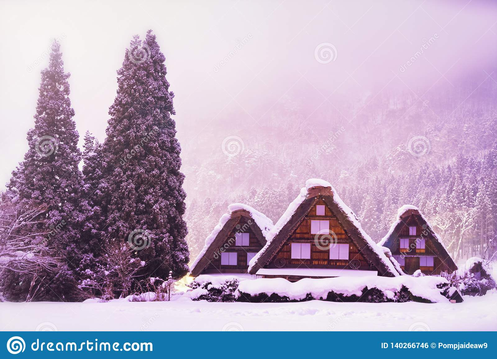 Le paysage du Japon Le village historique de Shirakawago en hiver, Shirakawa est un village situé dans le secteur d Ono, préfectu