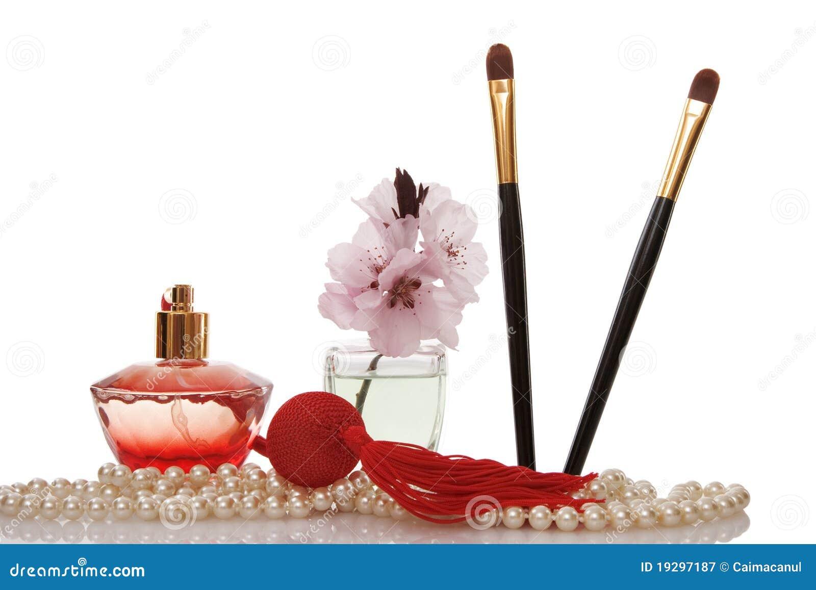 Le perle borda, profumano, una spazzola delle due estetiche