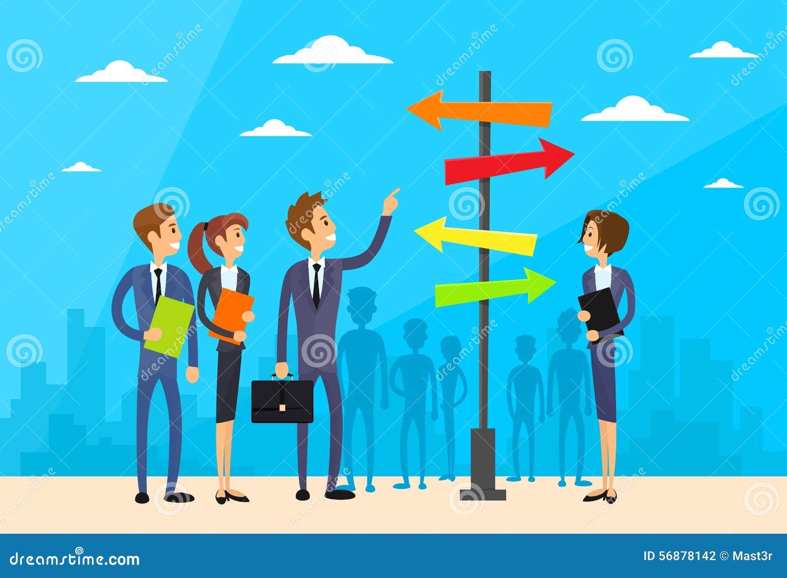 Le persone di affari che stanno il segno scelgono il modo della direzione