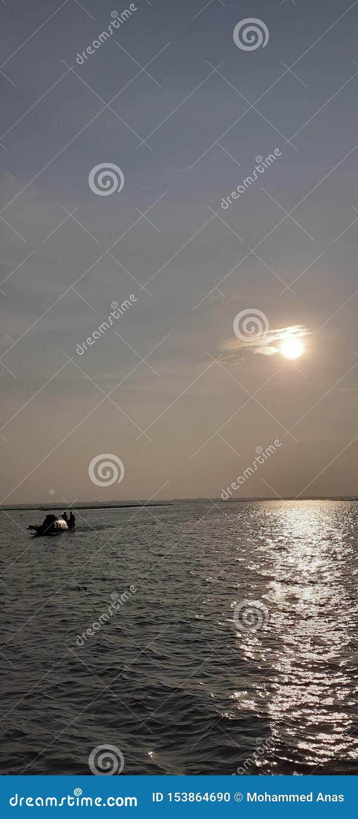 Le petit bateau est venu de l inconnu
