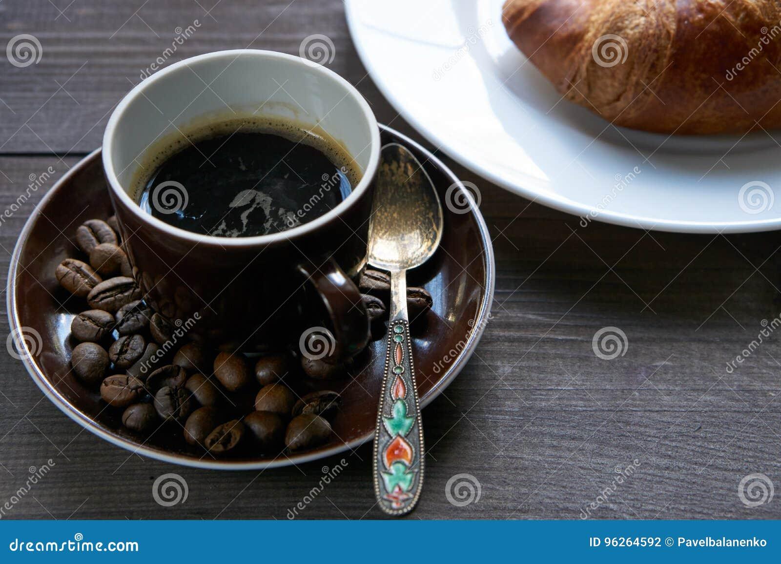 Le Petit Déjeuner De Matin Pendant Bonjour Est Un Croissant
