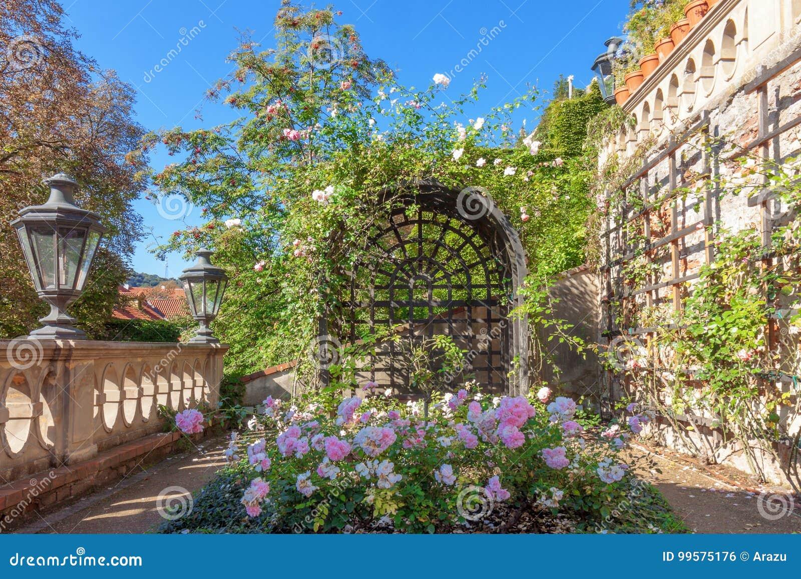 Le Petit Jardin De Furstenberg, La Terrasse De Surveillance ...