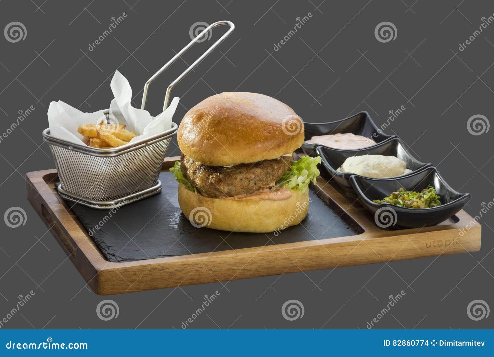 le petit p t d 39 hamburger et garnissent avec les pommes de terre frites et trois sortes de photo. Black Bedroom Furniture Sets. Home Design Ideas