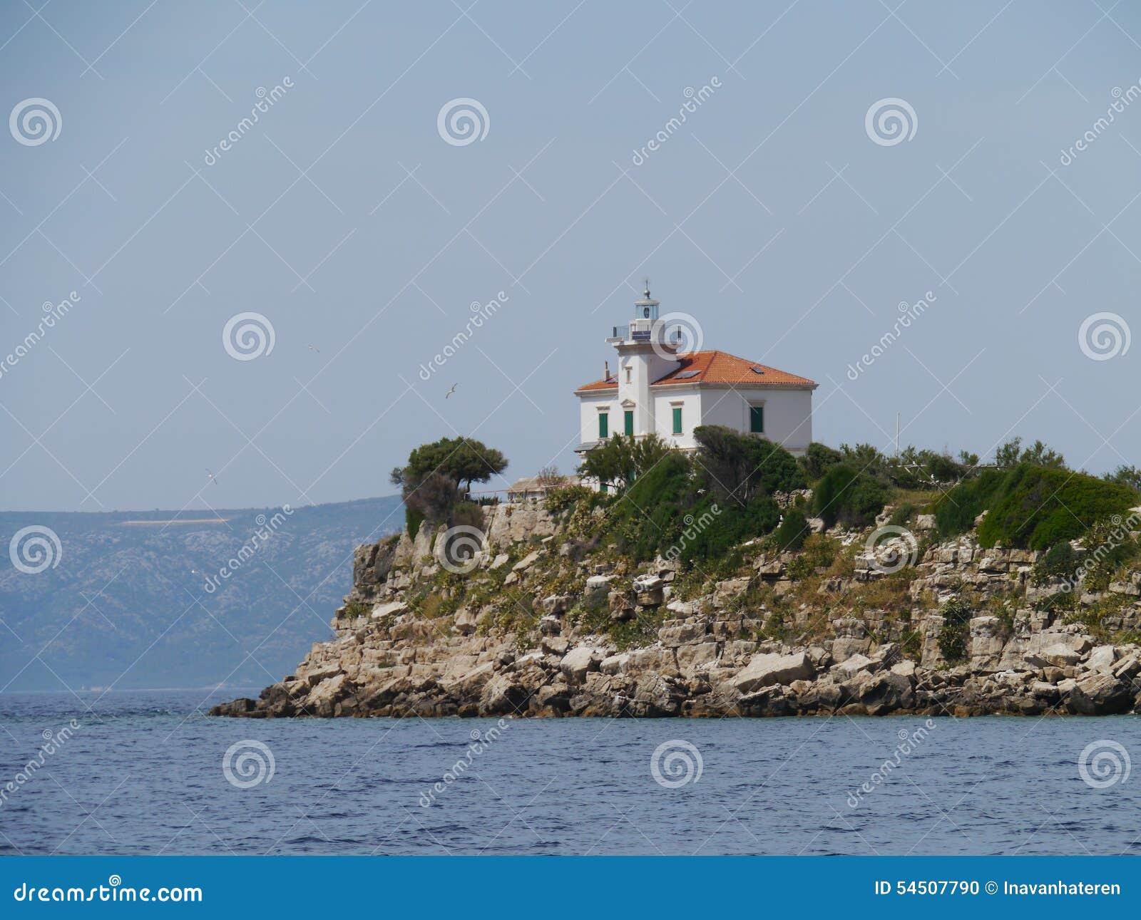 Le phare de Plocica en Mer Adriatique de la Croatie