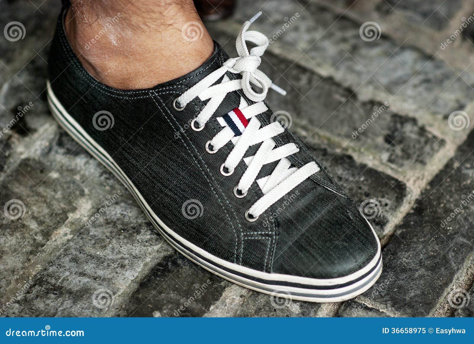 Le pied et la chaussure d un homme