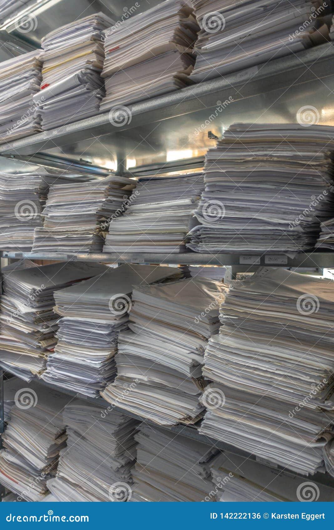 Le pile dell archivio sono immagazzinate in un archivio