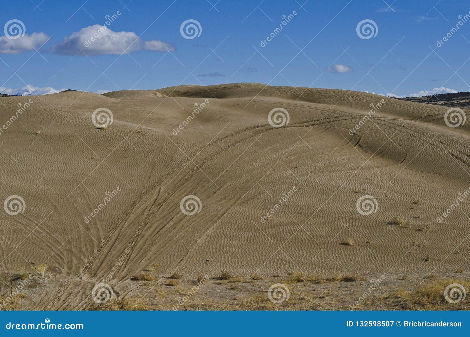 Le piste sulle dune di sabbia