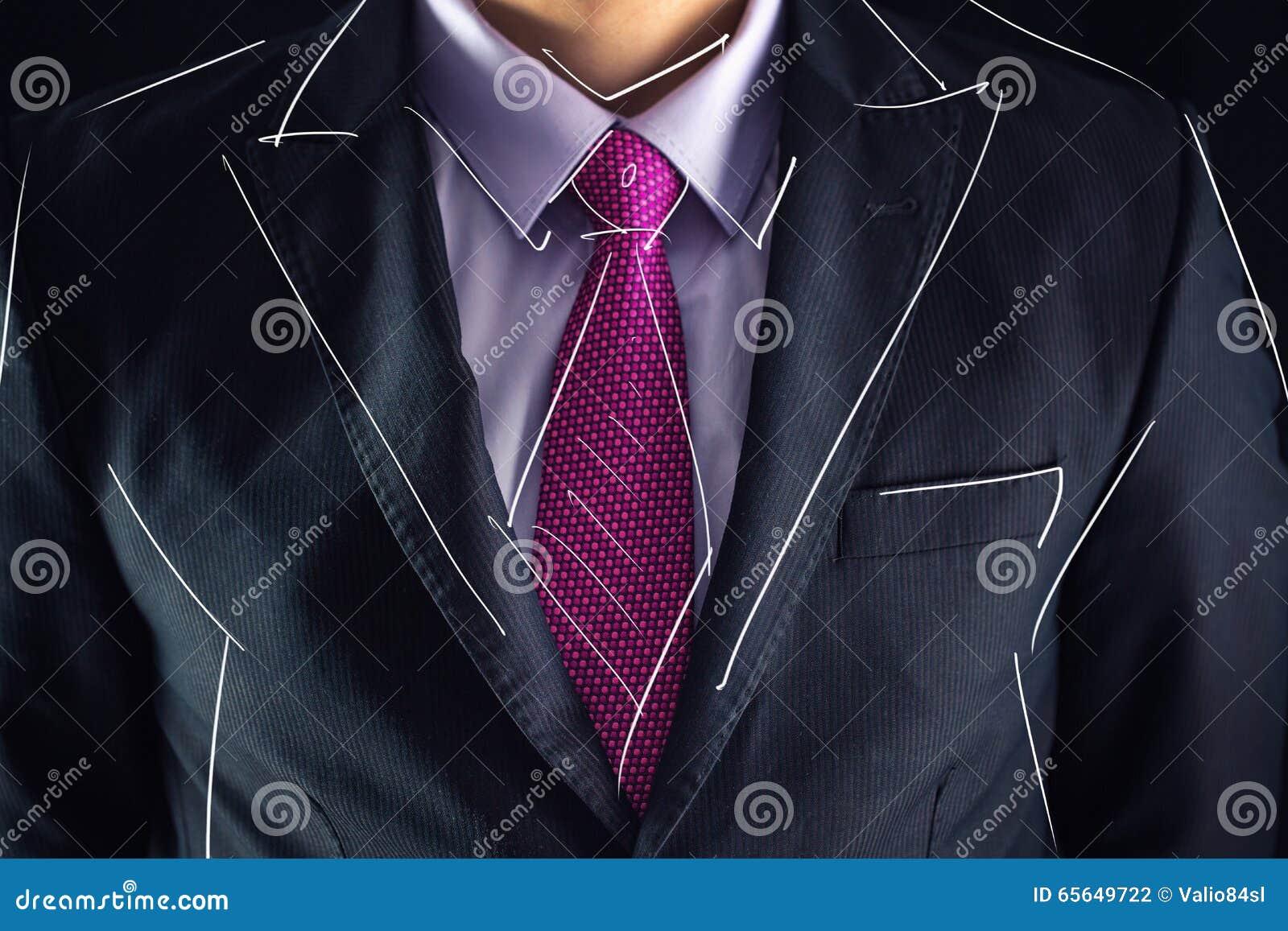 Le plan rapproché a tiré de l homme d affaires sur un croquis de costume et de dessin