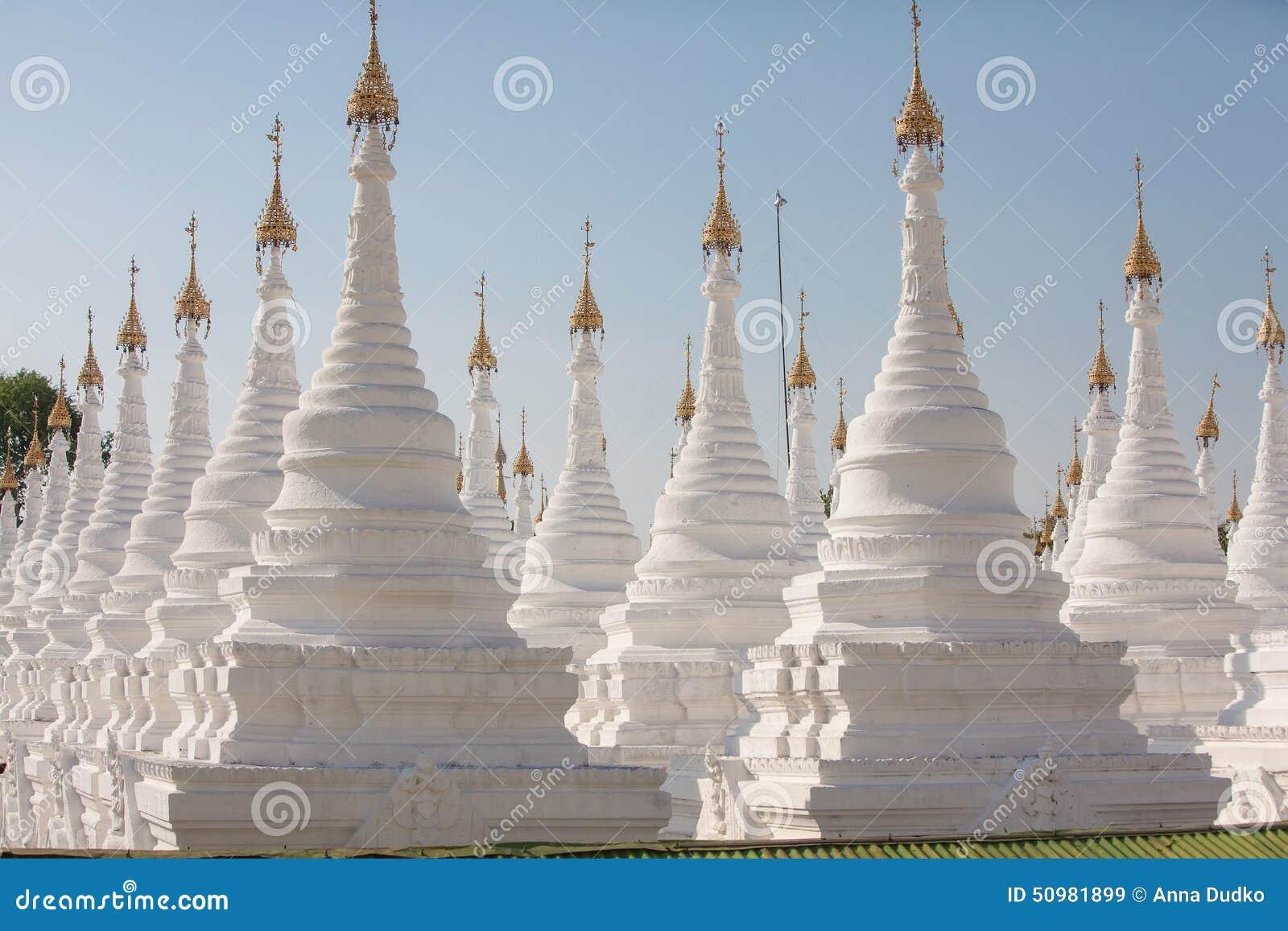 Le Plus Grand Livre Du Monde Image Stock Image Du Blanc