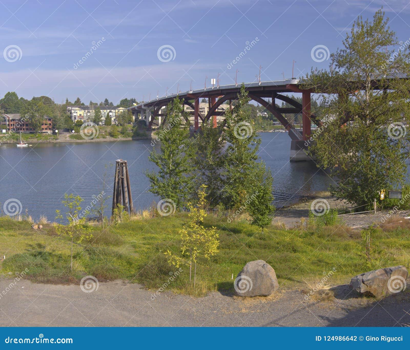 Le pont de Sellwood et la rivière de Willamette
