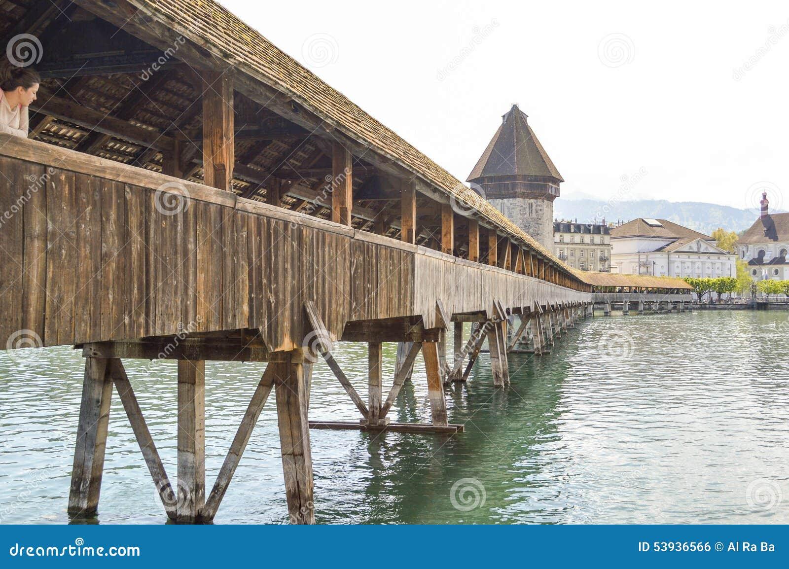 le pont en bois le plus ancien de cke de de kapellbr de pont de chapelle luzerne suisse. Black Bedroom Furniture Sets. Home Design Ideas