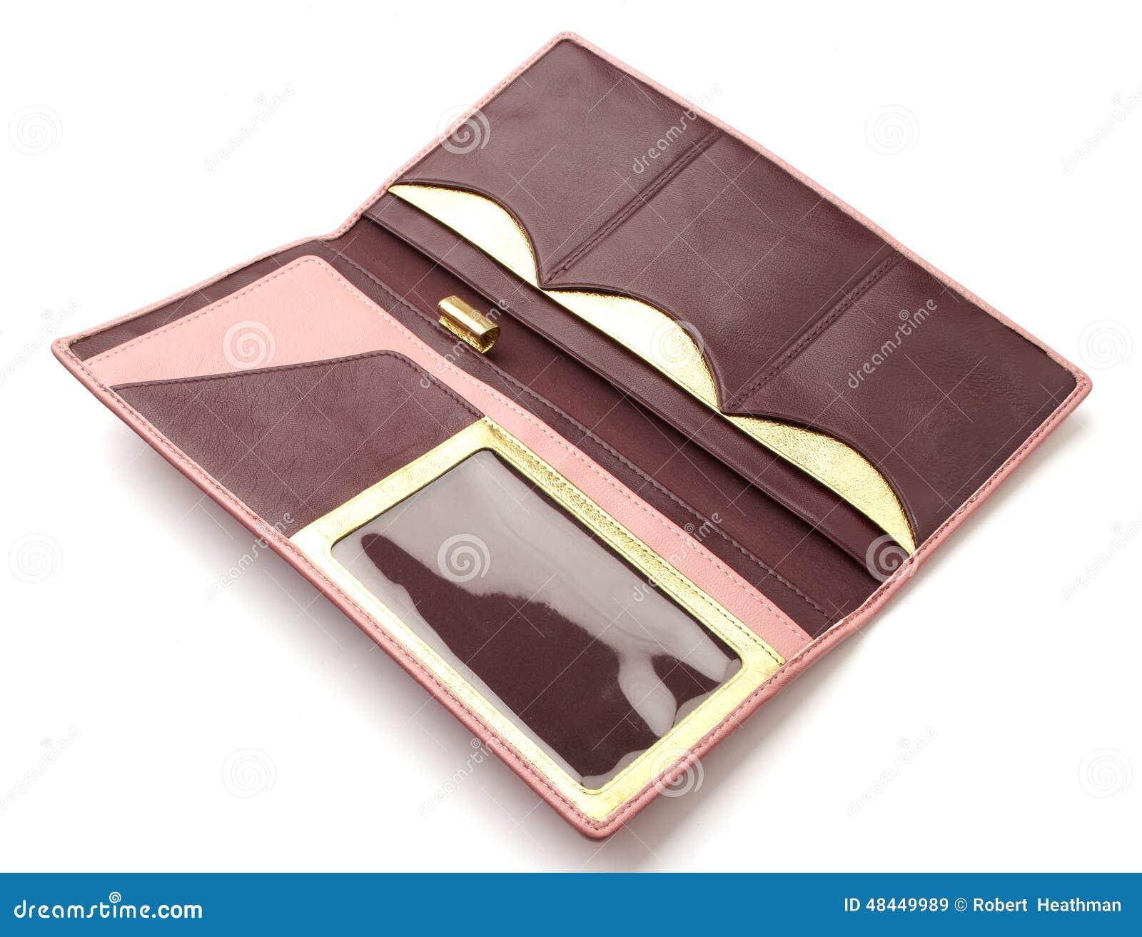 Le portefeuille en cuir de la femme