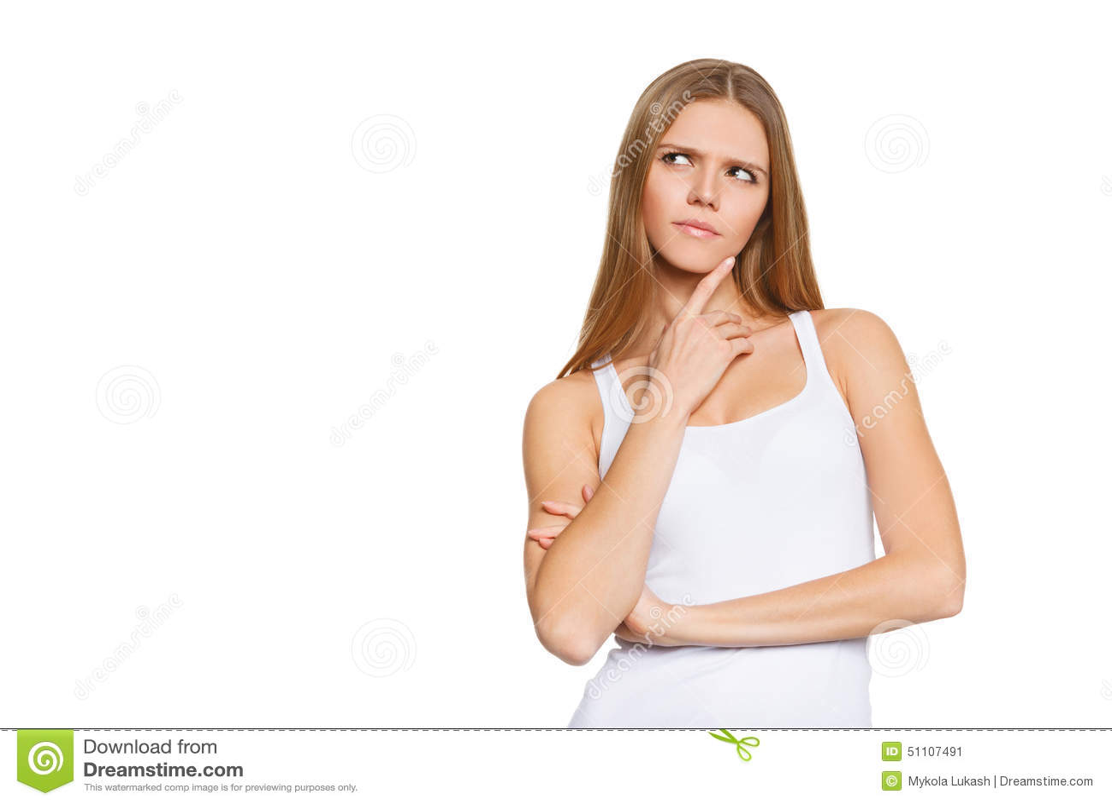 Le portrait de l adolescente attirante pensent la recherche, la chemise blanche d usage, d isolement au-dessus du blanc, jeune jo