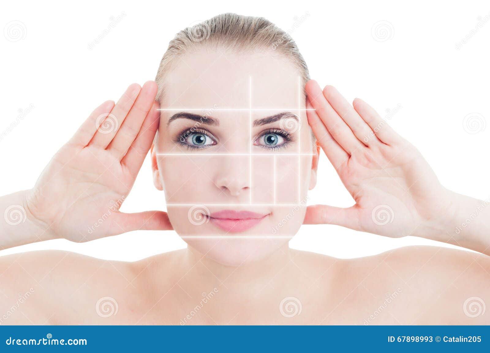 Le portrait de la femme avec la peau parfaite s est divisé par des marques