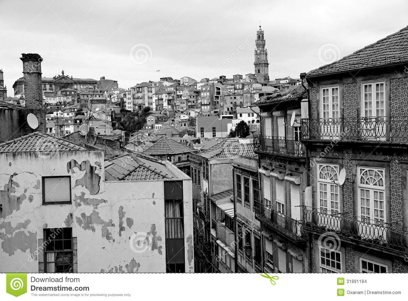 le portugal ville de porto en noir et blanc photo stock image du glise postcard 31891184. Black Bedroom Furniture Sets. Home Design Ideas