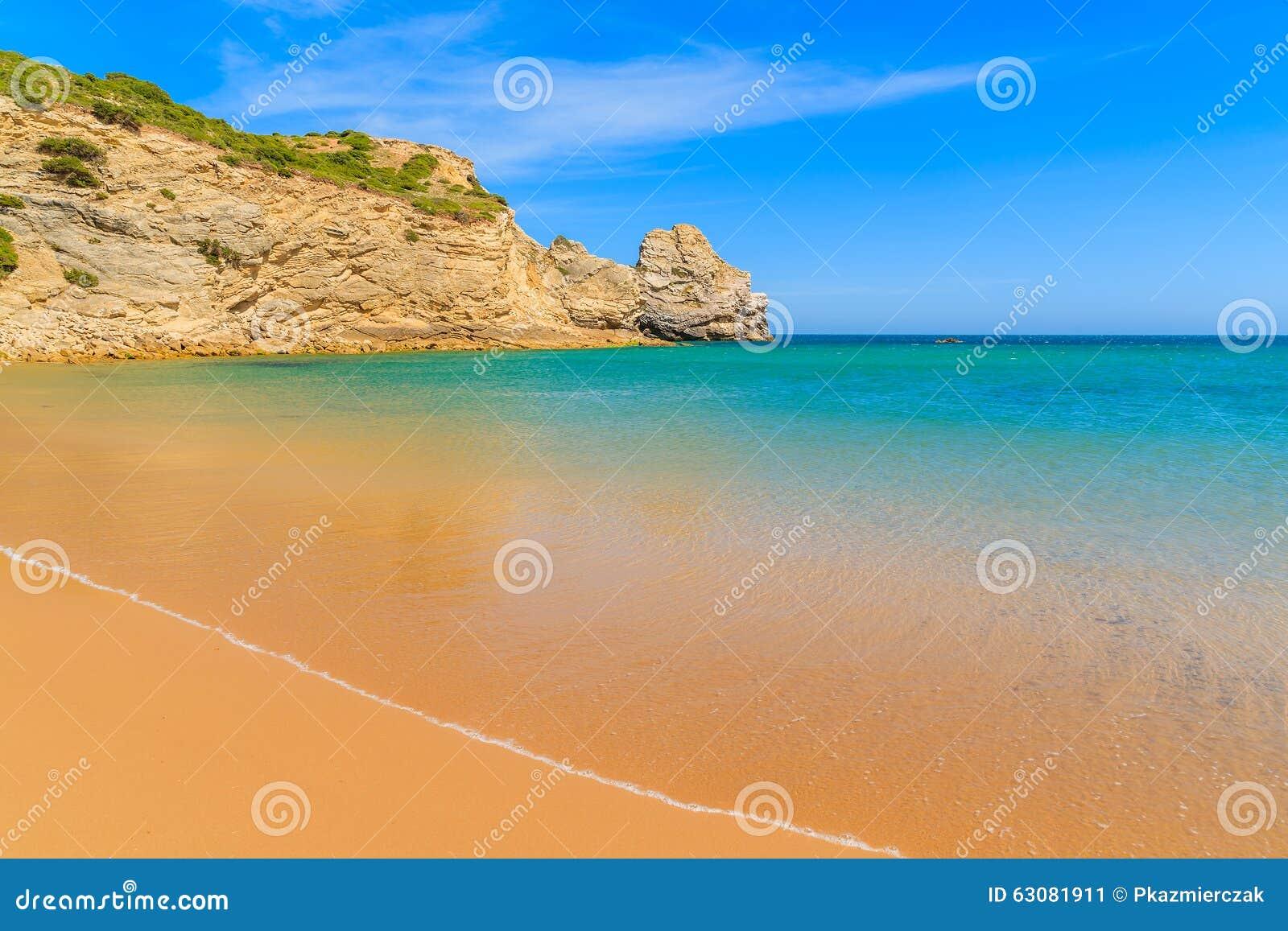 Download Le Praia D'or De Sable Font La Plage De Barranco Image stock - Image du aventure, nature: 63081911