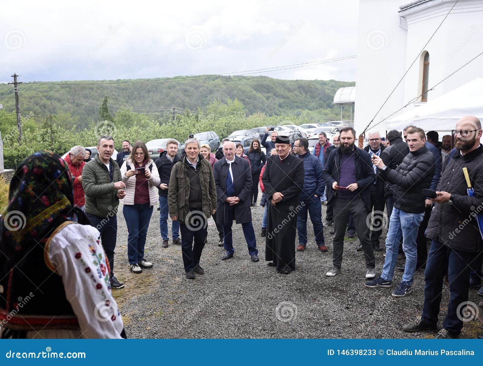 Le premier ministre ex de la Roumanie Dacian Ciolos a invité au village de Badacin, pays de Salaj, Roumanie