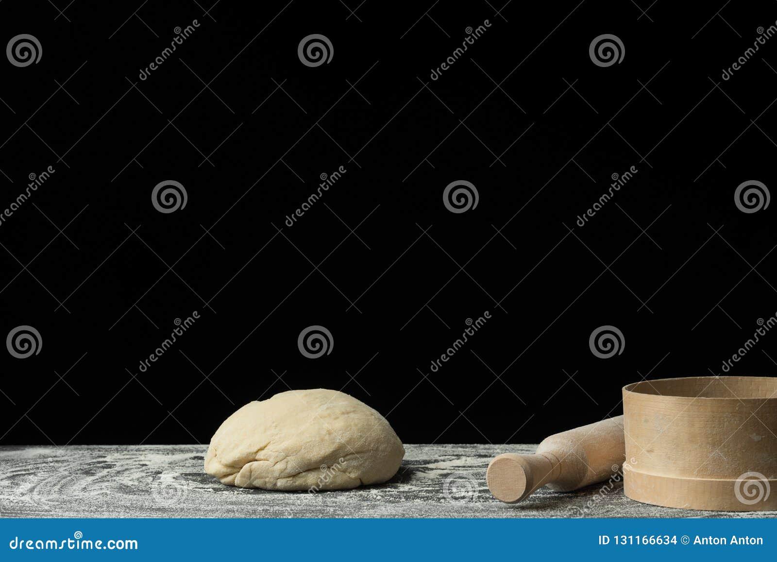 Le Processus De Faire Le Pain Des Pâtes Des Bonbons Ou La Pizza