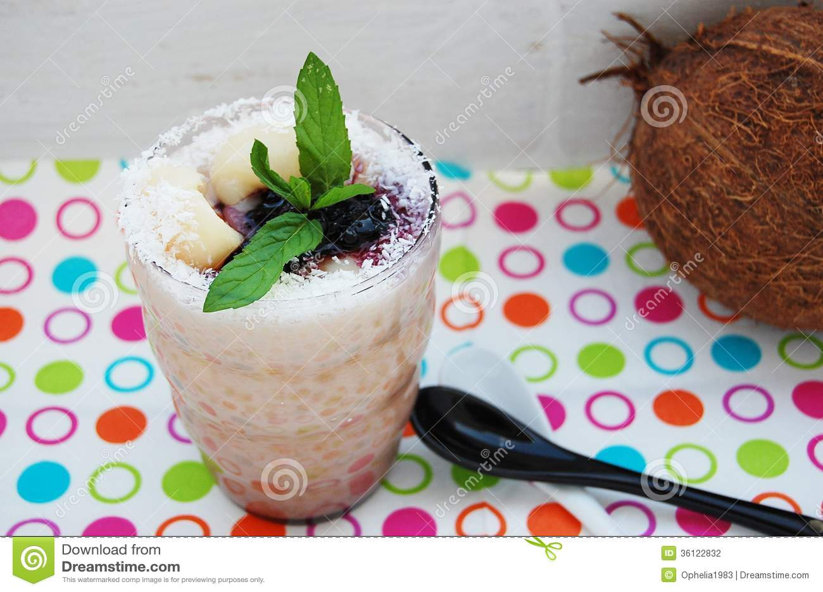 Le pudding de tapioca avec du lait de noix de coco et le for Portent fruit
