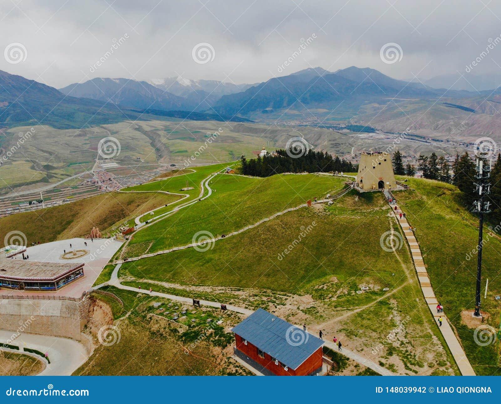 Le Qinghai, Chine, 14?me, juin 2018 La vue d entre le ciel et la terre des montagnes de Qilian Ce qui est situ? dans le comt? de