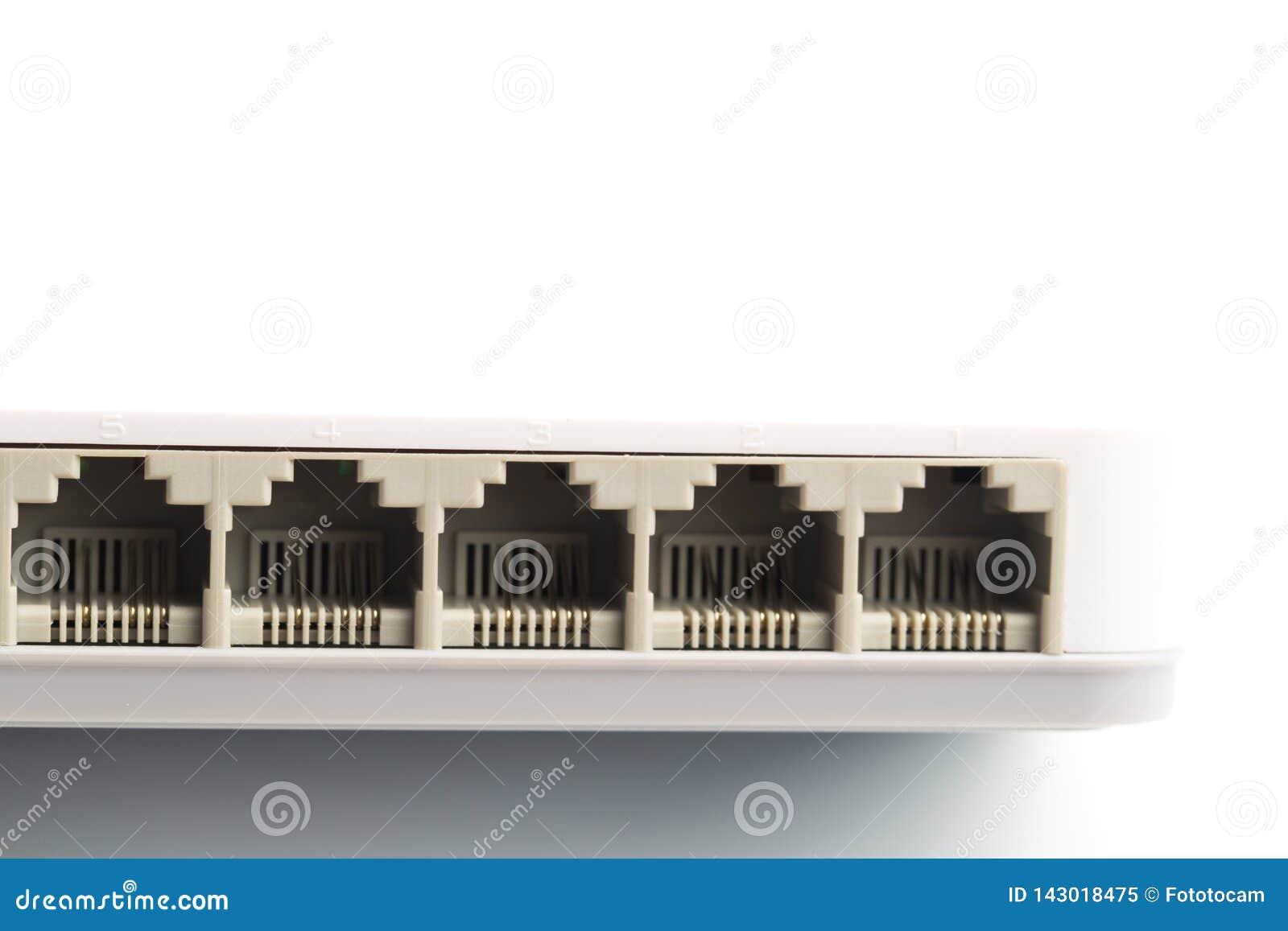 Le réseau se reliant câble pour commuter des routeurs utilisant les connecteurs RG-45