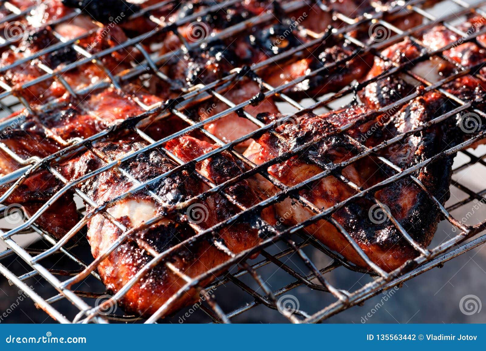 Le rôti cuit au four de nourriture de viande de poulet a grillé