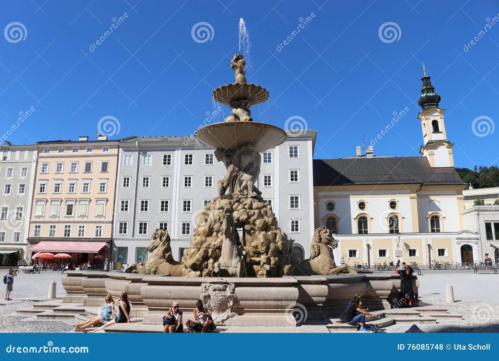 Le Residenzbrunnen à Salzbourg, Autriche