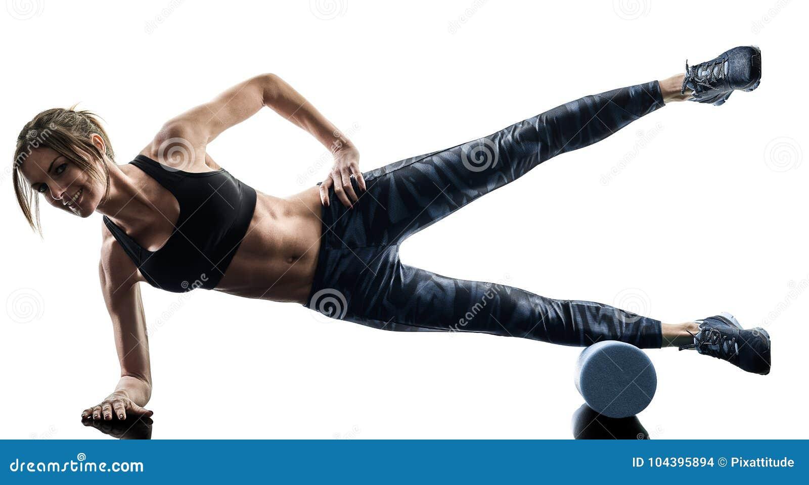 Le rouleau de mousse de forme physique de pilates de femme exerce la silhouette d isolement