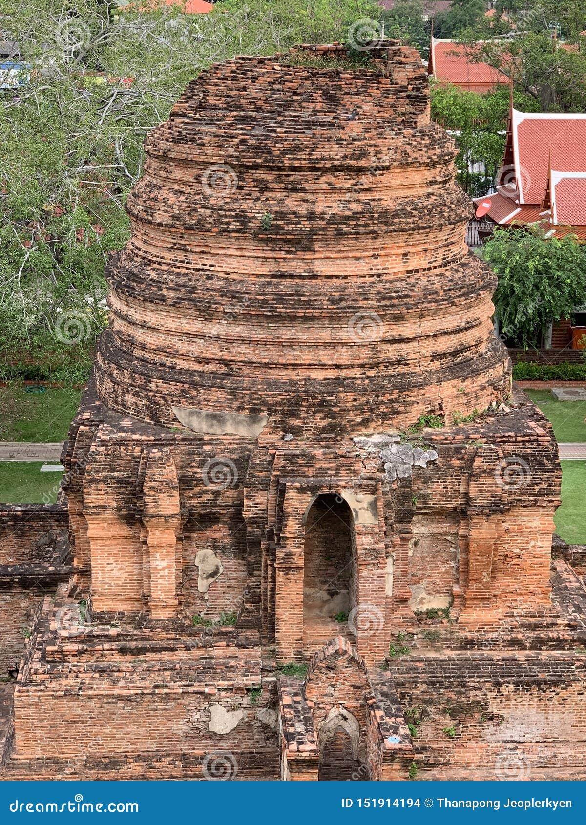 Le rovine di vecchio tempio