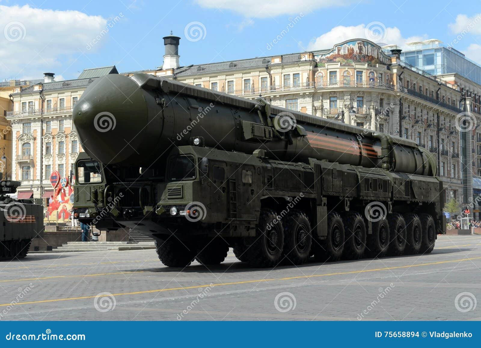 le-rs-yars-ou-topol-m-est-un-russe-mirv-%C3%A9quip%C3%A9-missile-balistique-intercontinental-d-arme-thermonucl%C3%A9aire-75658894