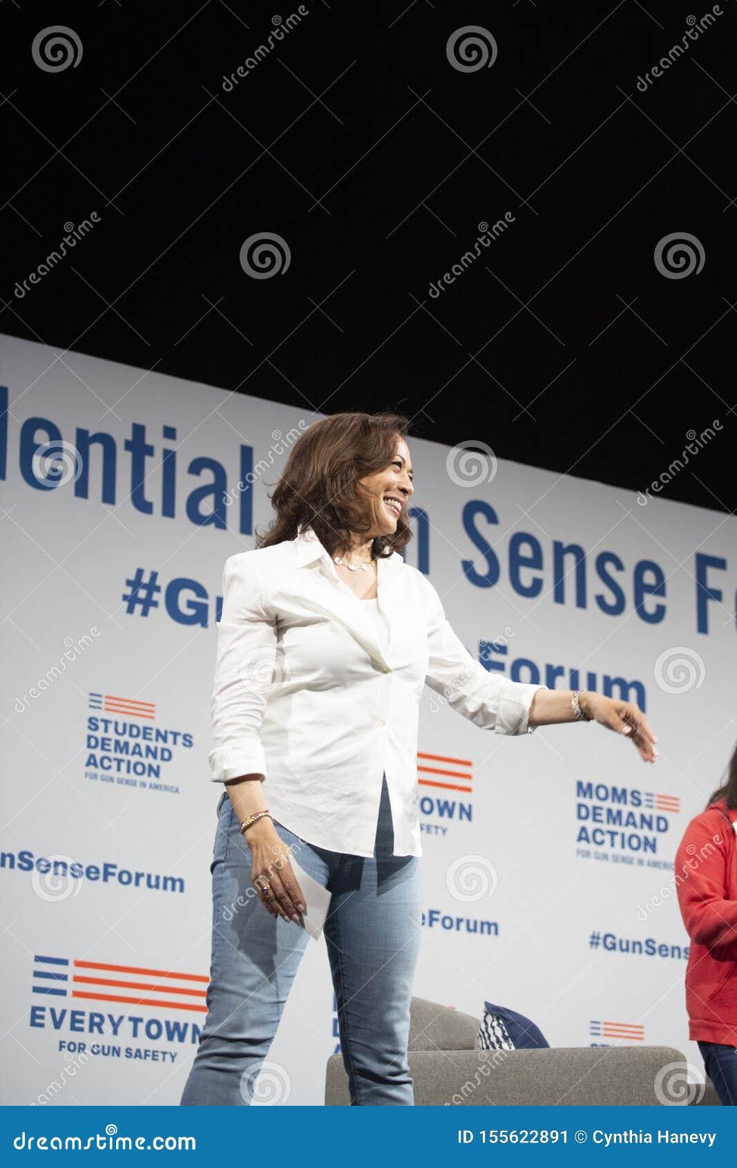 Le sénateur Kamala Harris parle au forum de sécurité d arme à feu, le 8 août 2019