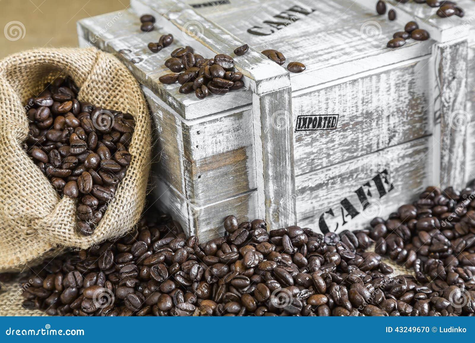 Extrêmement Le Sac De Toile De Jute A Rempli De Grains De Café Près De Vieille  YP21