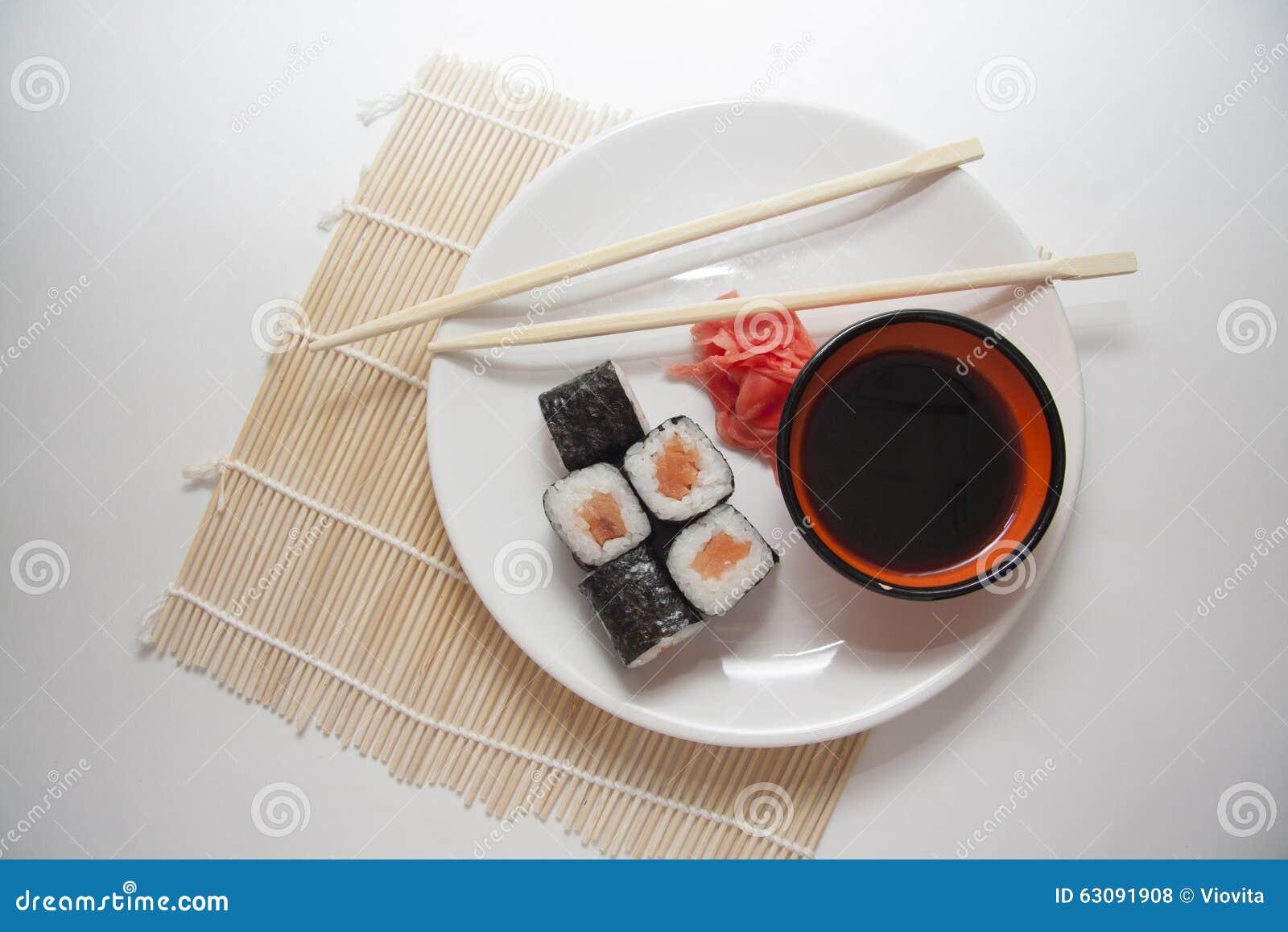Download Le Saumon Roule Sur La Paille Traditionnelle Mate Photo stock - Image du roulement, seafood: 63091908