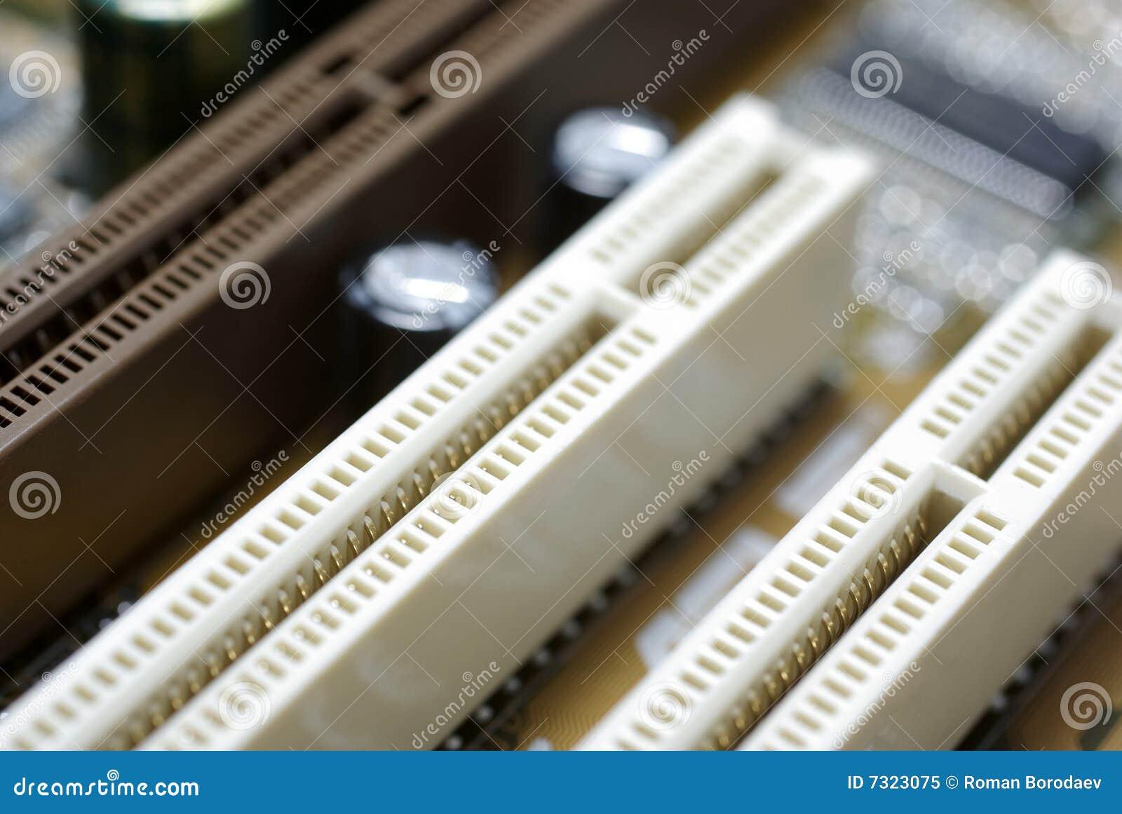 Le scanalature del PCI si chiudono in su