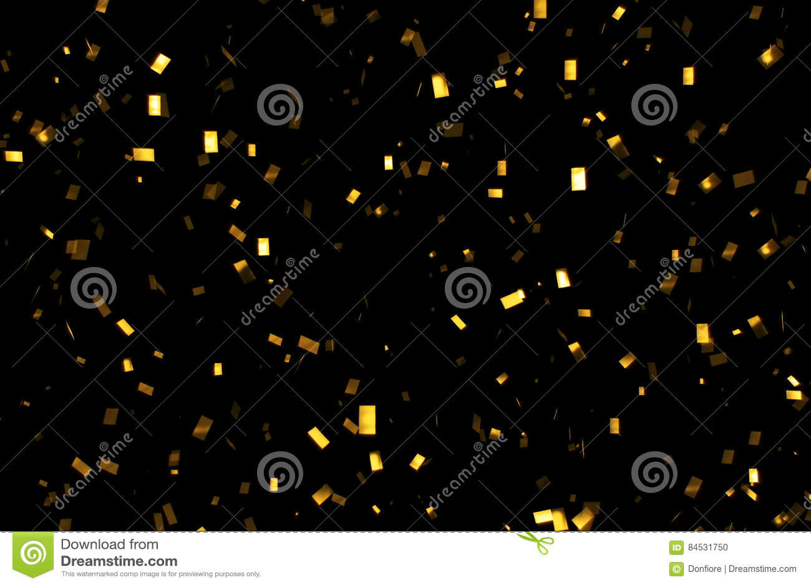 Le scintillement en baisse d or déjouent des confettis, sur le fond noir, les vacances et l amusement de fête