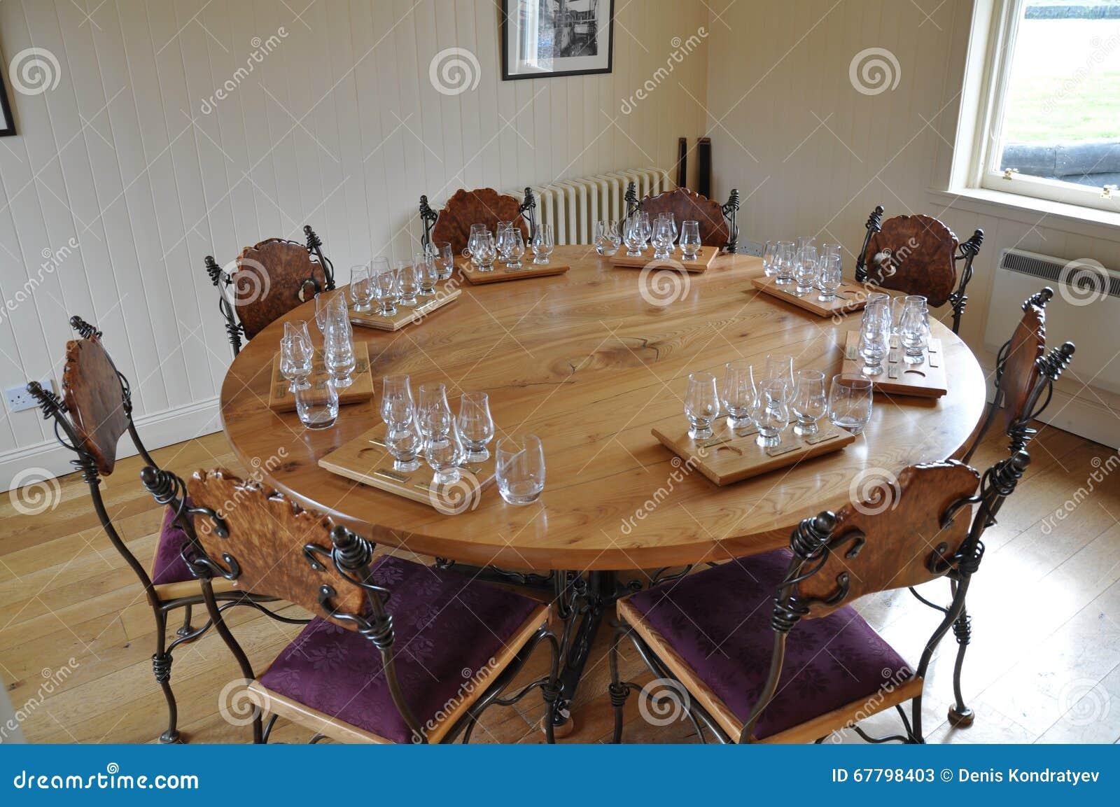 casa interna, tavolo da pranzo moderno fotografia stock - immagine ... - Tavolo Da Pranzo Set Con Tavola Rotonda