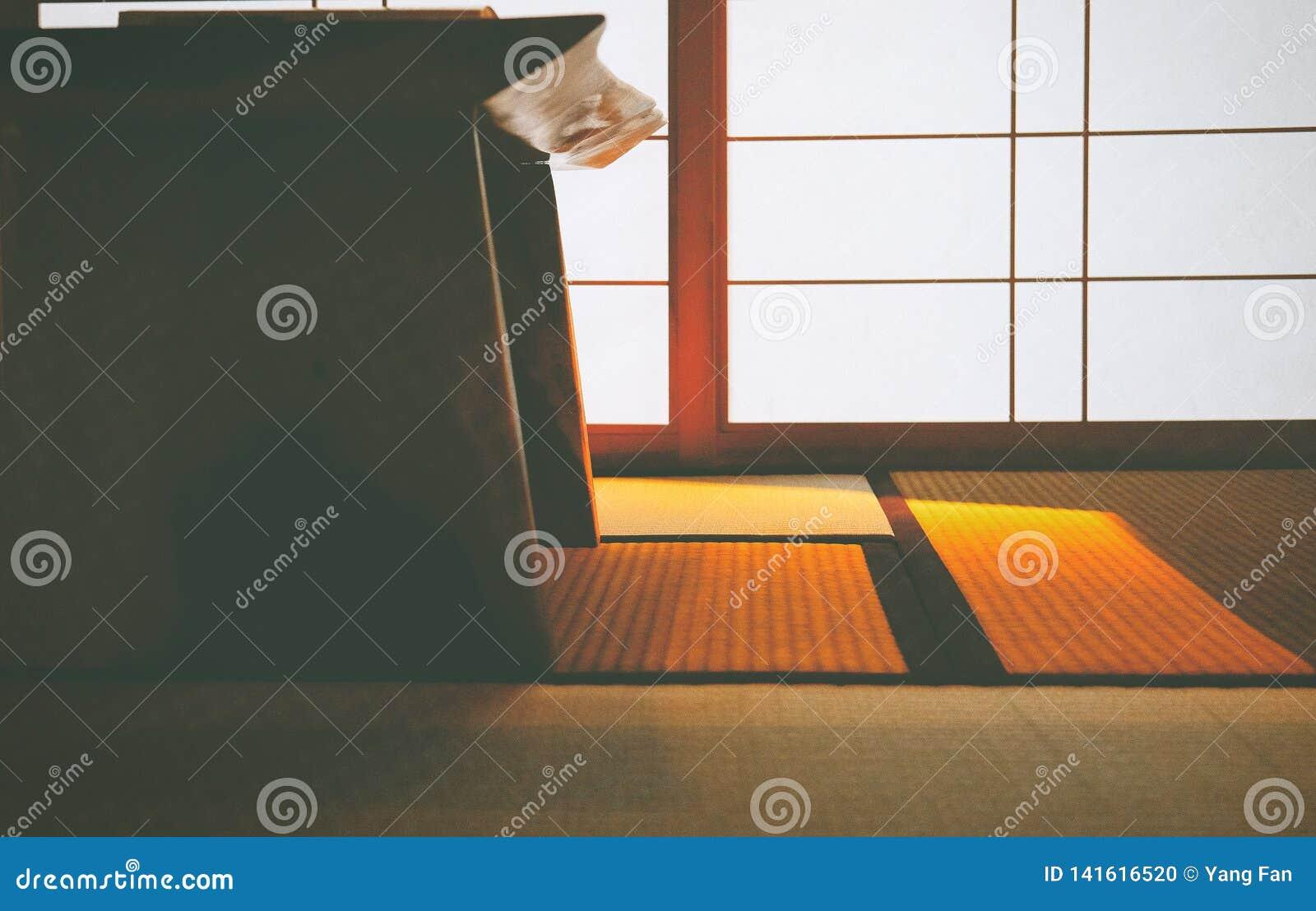 Le Soleil Chaud Brille Sur Un Tapis Japonais Photo Stock Image