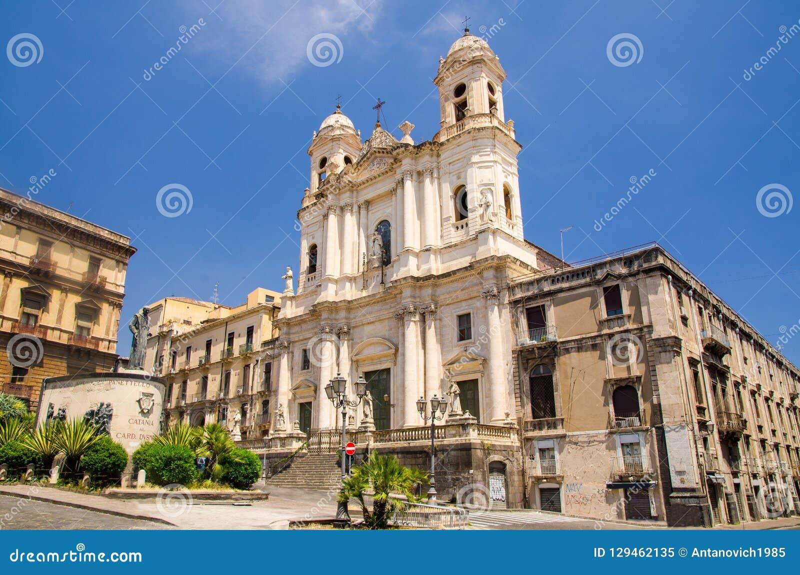 Le St Francis de l église impeccable d Assisi, Catane, Sicile, Italie