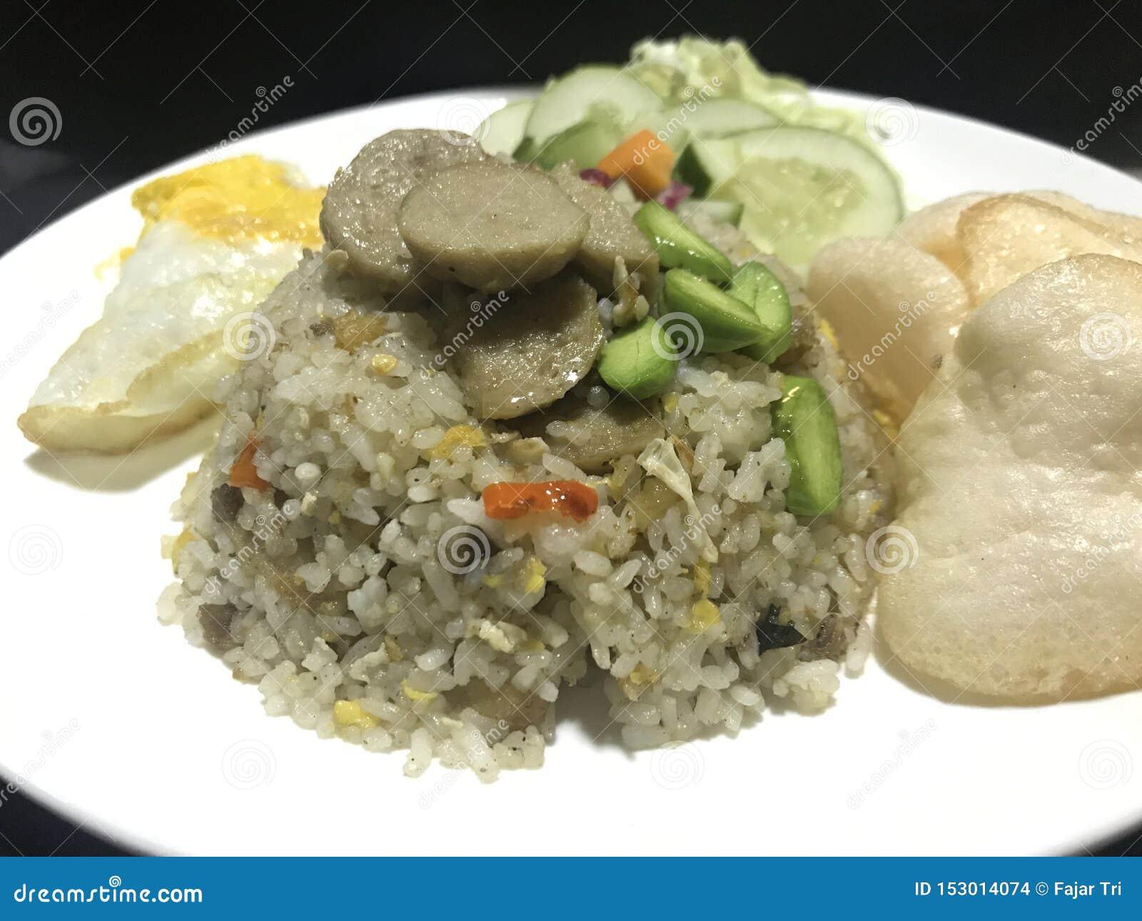 Le Stinky-haricot, les Salé-poissons et les boulettes de viande ont fait frire le riz