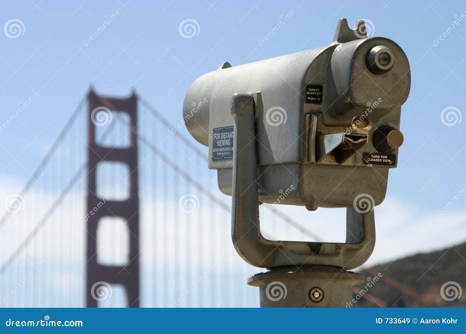Le télescope public regarde vers la porte d or