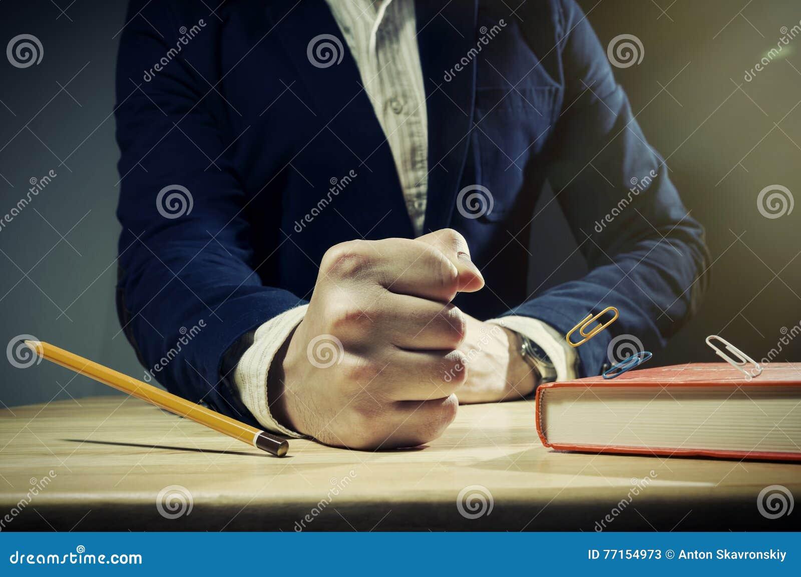 Le Tableau avec homme le poing