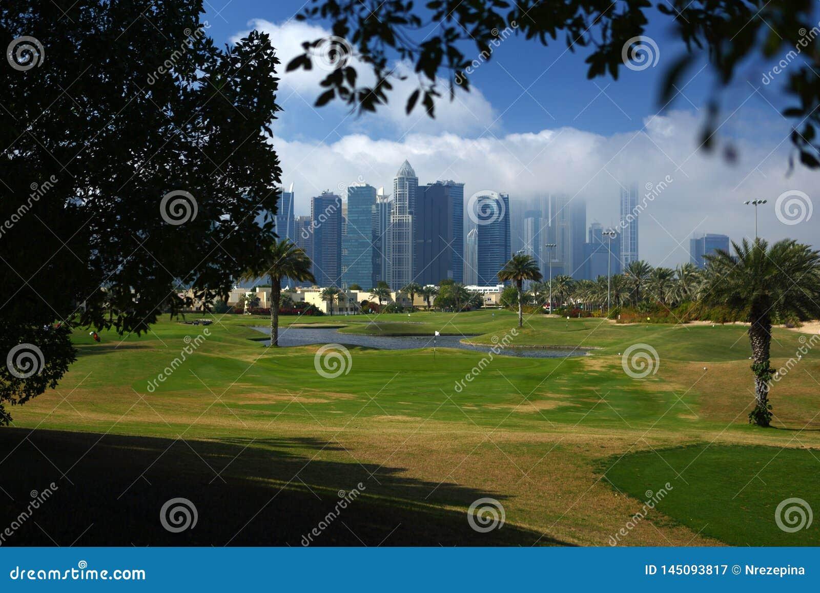 Le terrain de golf au Dubaï