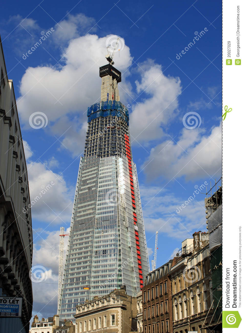 Le tesson londres gratte ciel en construction image stock ditorial imag - Construction gratte ciel ...