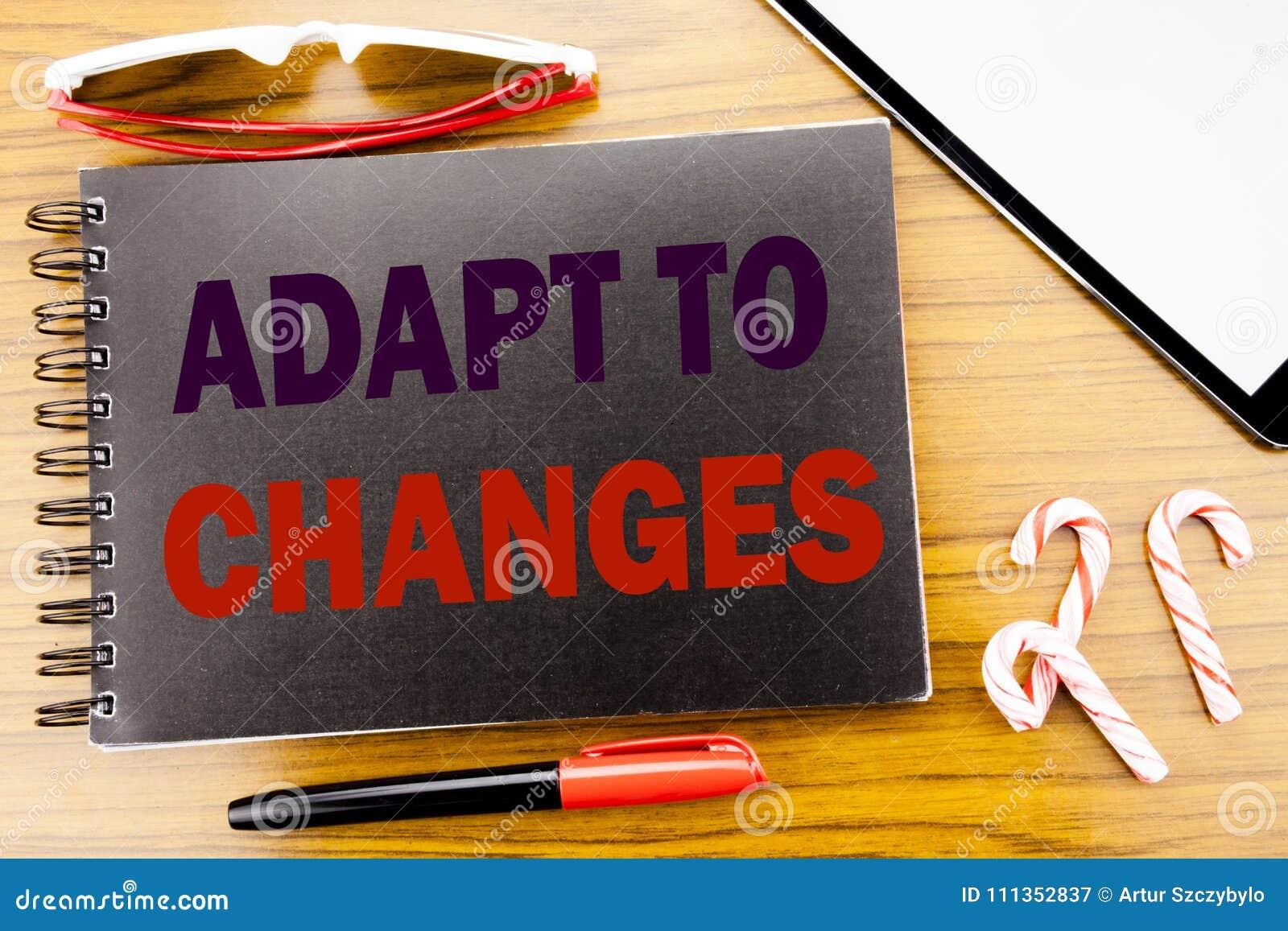 Le texte d annonce d écriture s adaptent aux changements Concept d affaires pour le nouvel avenir d adaptation écrit sur le livre
