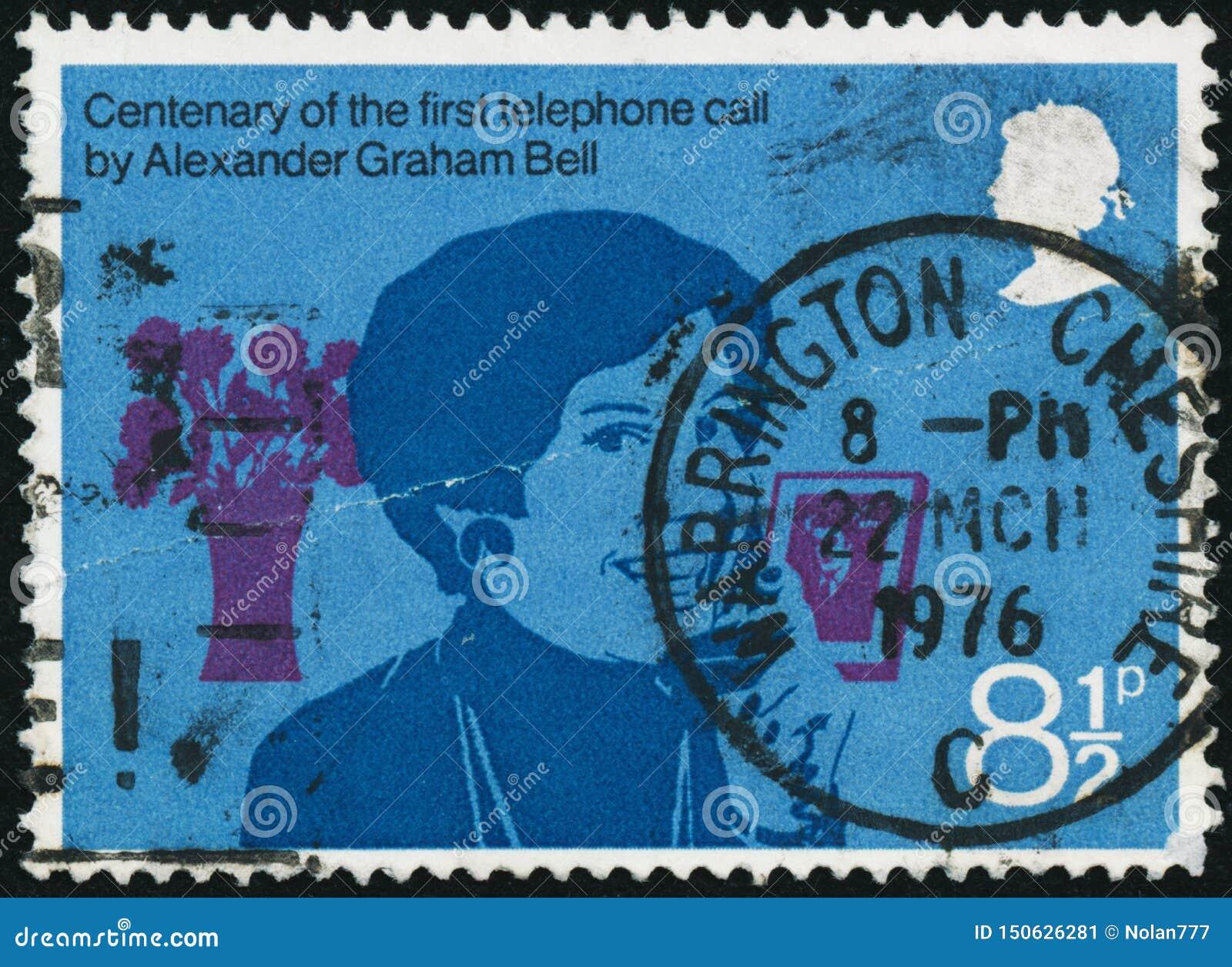 Le timbre de cru imprimé en Grande-Bretagne 1976 montre le 100th anniversaire du premier appel téléphonique par Bell