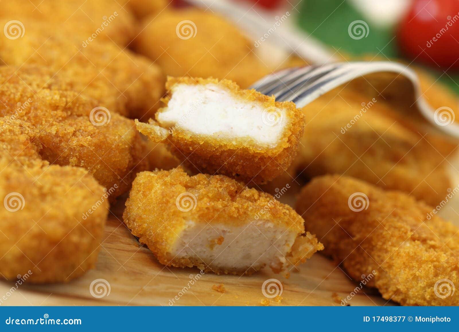 Le tir de studio d un poulet frit rapièce (des pépites