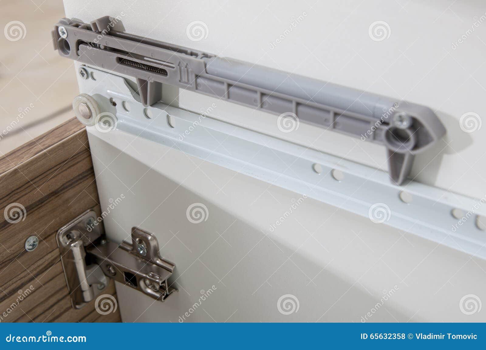 Le tiroir d Undermount glisse - détail de plan rapproché de glissements - le matériel de meubles