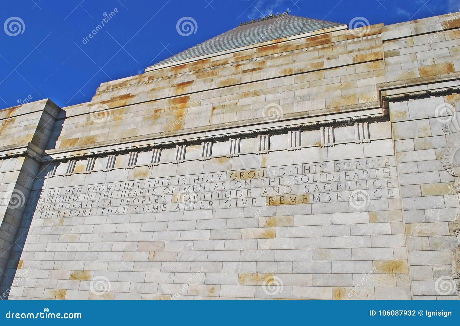 Le tombeau du détail commémoratif de mur de souvenir avec l inscription consacrée