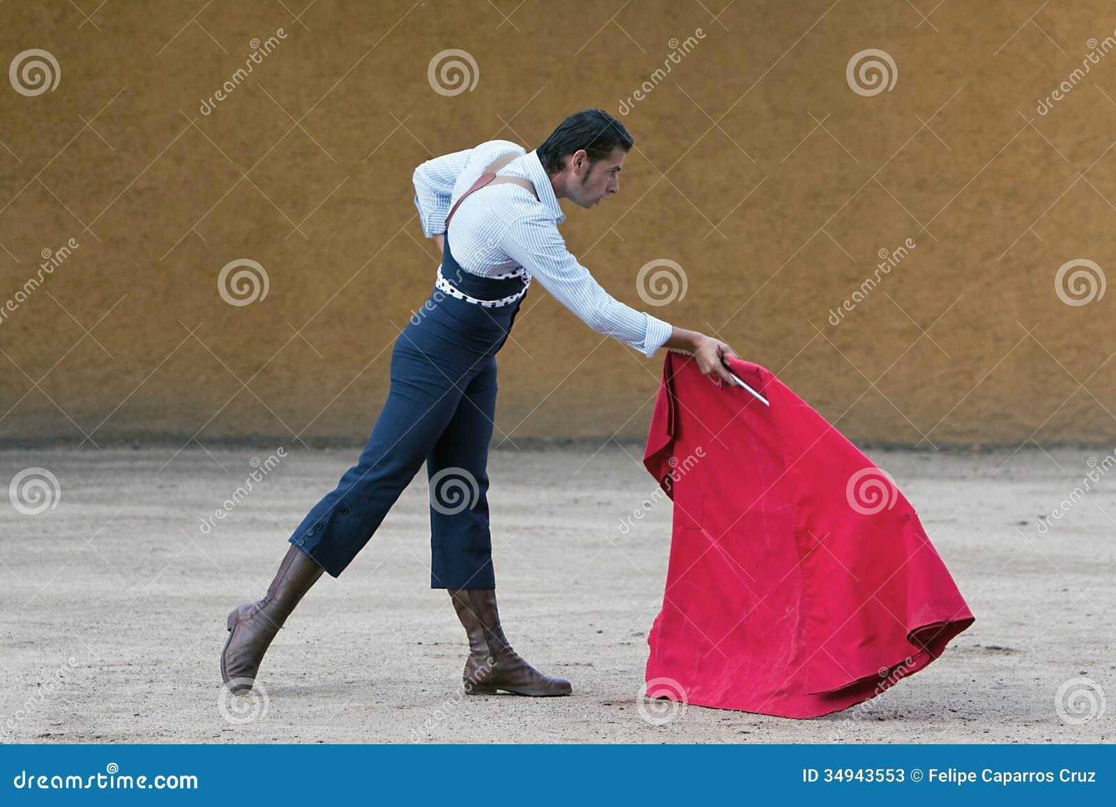 Le toréador espagnol David Valiente Bullfight à l arène de tentadero