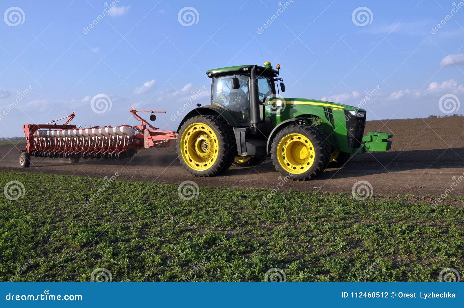 Le tracteur puissant transporte le foret de graine universel de 18 rangées